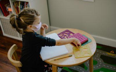 MEC lança cartilha com orientações para estudantes com deficiência auditiva