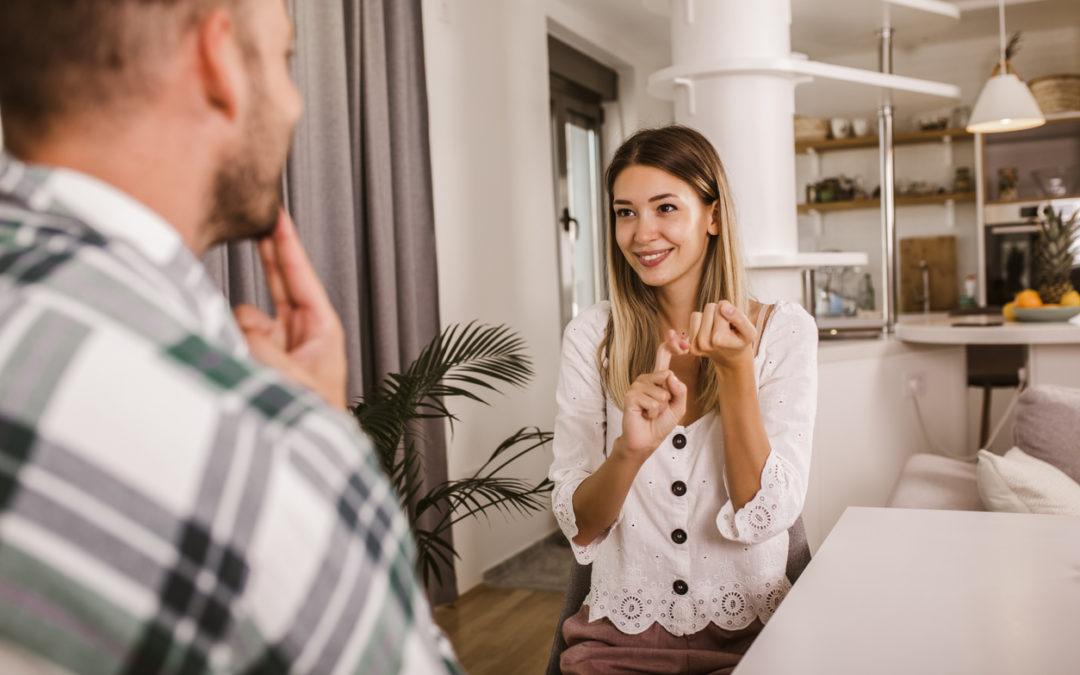Comunicação entre surdos e ouvintes: principais desafios