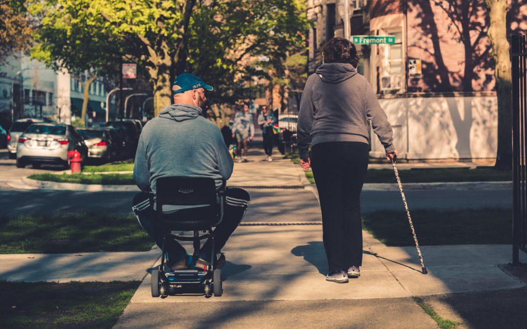 Inclusão na comunidade e vida independente para pessoas com deficiência